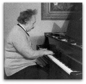 einstein_piano